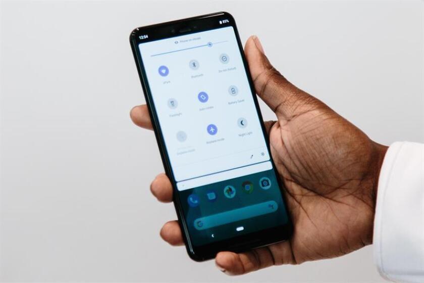 Vista del nuevo teléfono móviles de Google: Google Pixel 3 durante su presentación oficial en Nueva York, Estados Unidos. EFE