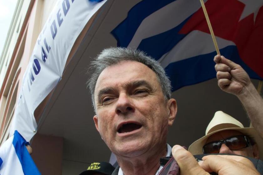 Dirigente del exilio cubano recibe nuevo rechazo a petición de residencia