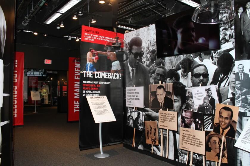 Exhibición de la vida de Muhammad Alí en el Beverly Center.