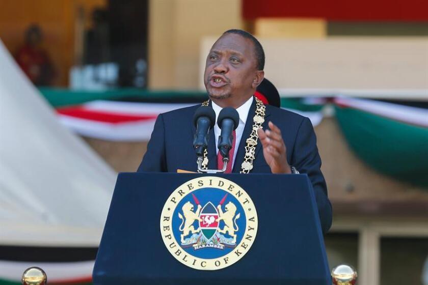 """Estados Unidos hizo hoy un llamado al Gobierno de Uhuru Kenyatta a que respete la libertad de expresión tras suspender la emisión de varias cadenas de televisión y a su oposición a que cumpla con la Constitución tras la proclamación de su líder como """"presidente del pueblo"""". EFE/ARCHIVO"""