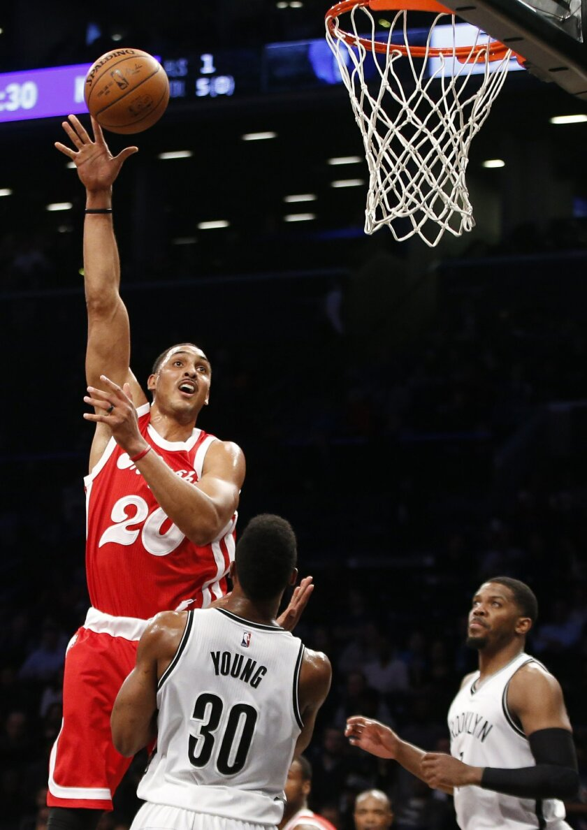 Memphis Grizzlies center Ryan Hollins (20) shoots over Brooklyn Nets forward Thaddeus Young (30) as Nets forward Joe Johnson watches during the first half of an NBA basketball game Wednesday, Feb. 10, 2016, in New York. (AP Photo/Kathy Willens)