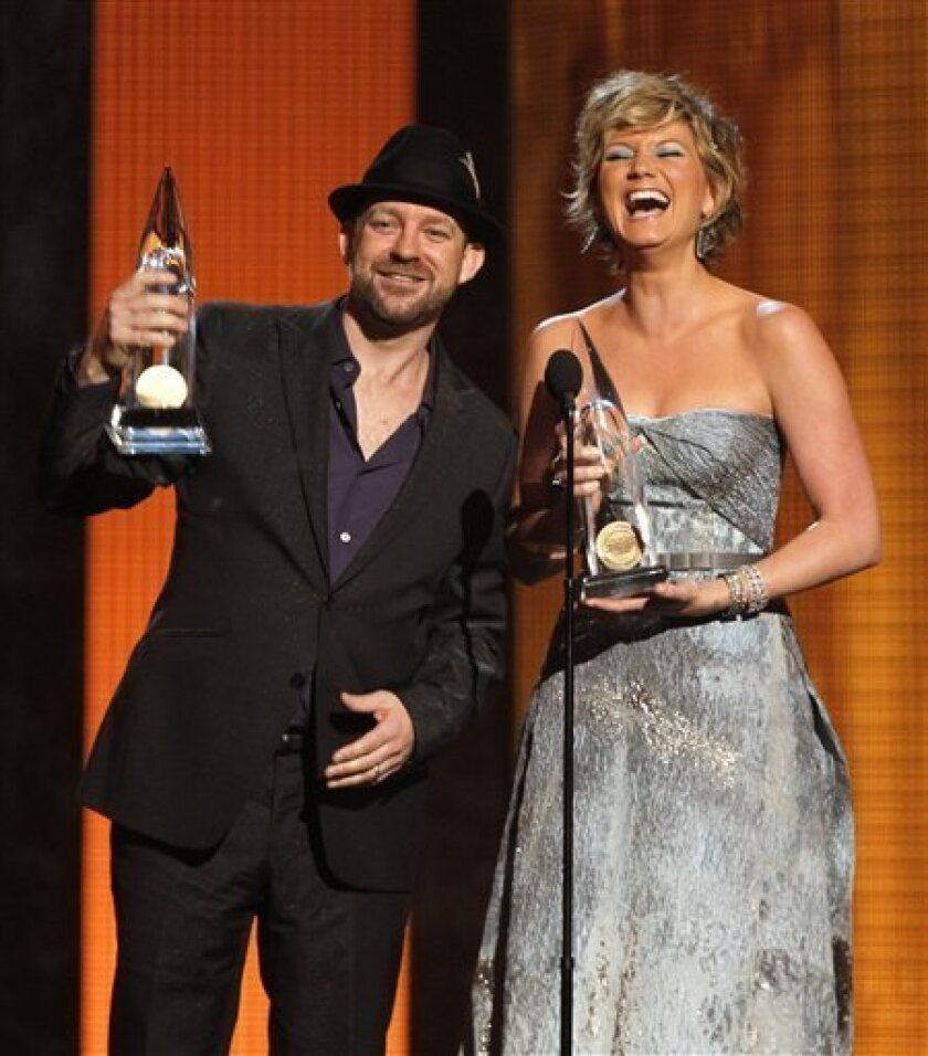 The band Sugarland with Jennifer Nettles and Kristian Bush accept the Vocal Duo of the Year Award at the 44th Annual Country Music Awards in Nashville, Tenn. Wednesday, Nov. 10, 2010. (AP Photo/Mark Humphrey)