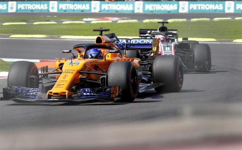 El español Fernando Alonso de Mclaren participa en la segunda práctica libre previo al Gran Premio de Formula Uno, en el Autódromo Hermanos Rodríguez, en Ciudad de México (México). EFE