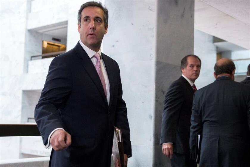 Los agentes policiales que el lunes hicieron un registro en las oficinas de Michael Cohen, abogado del presidente estadounidense Donald Trump, estaban buscando evidencias vinculadas con una grabación en la que se oyen comentarios vulgares del gobernante, informó hoy The New York Times (NYT). EFE/ARCHIVO