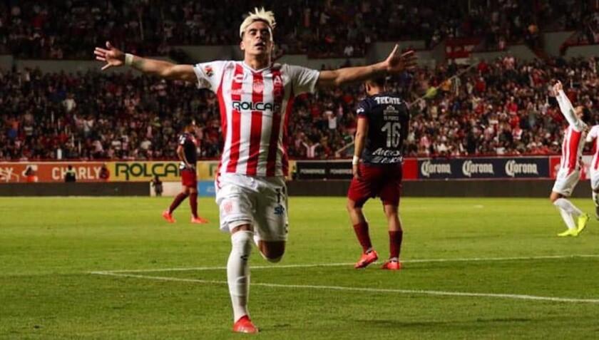 Brian Fernández firmó dos goles para el Necaxa en el vibrante 3-3 ante las Chivas.