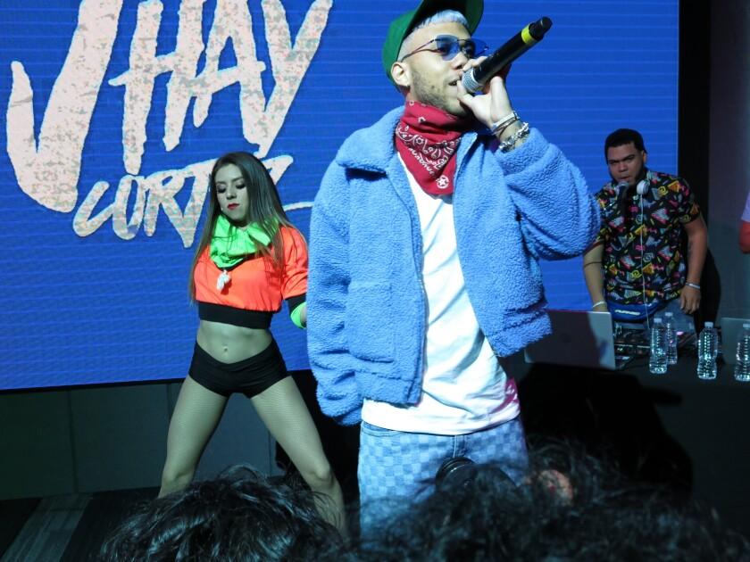 El cantante puertorriqueño Jhay Cortez durante un concierto privado en la Ciudad de México.