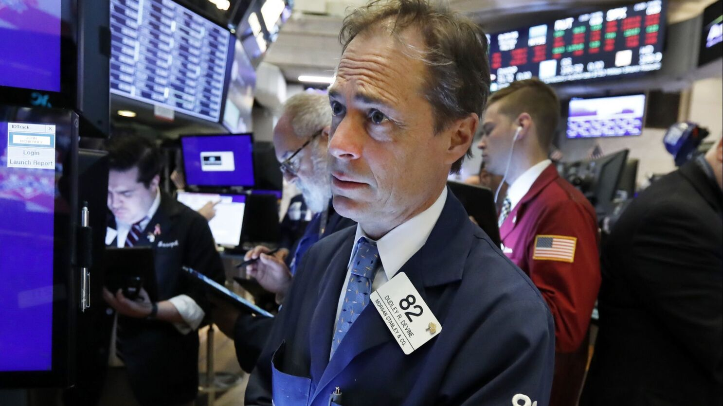 Stocks rally for late gain but are on track for year's first monthly