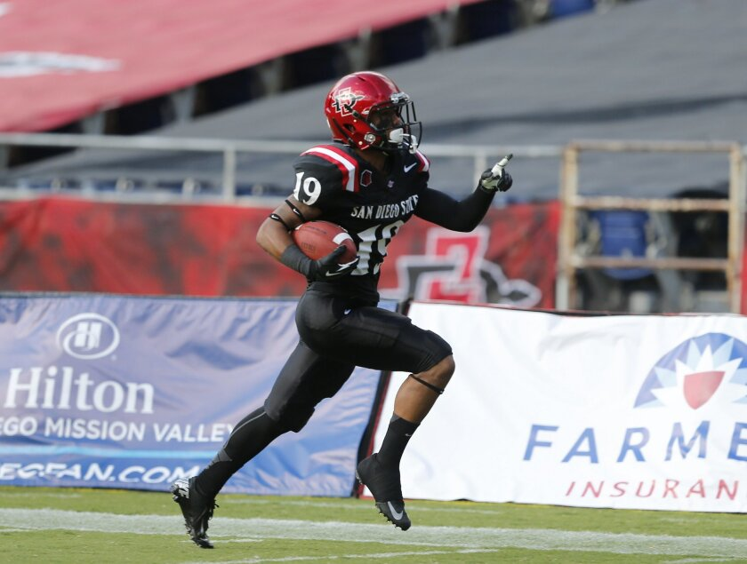 Donnel Pumphrey scores SDSU's first touchdown of the game during SDSU's football game against Oregon State Saturday night at Qualcomm Stadium.