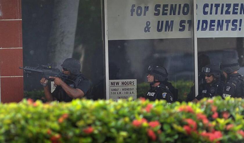 Un hombre armado que tomó hoy a once rehenes en un asalto al banco Community Credit Union de la ciudad de Jacksonville, en el noreste del estado de Florida, fue arrestado y liberadas las personas retenidas, informaron hoy las autoridades locales. EFE/ARCHIVO
