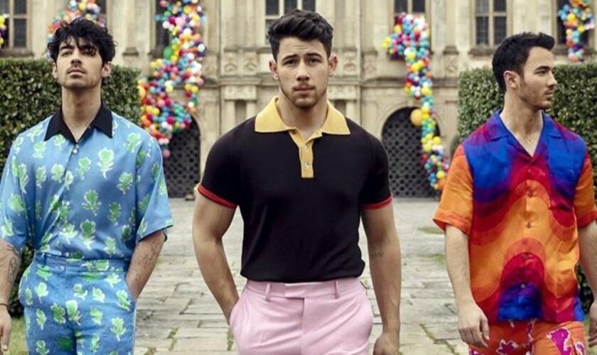 El regreso de los Jonas Brothers fue presentado también con un promocional del programa The Late Late Show with James Corden.