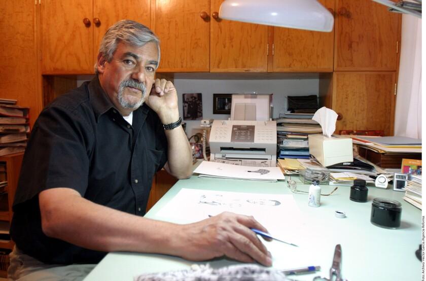 El caricaturista político Rogelio Naranjo murió a los 79 años de edad debido a un paro cardiaco. De acuerdo con reportes, el deceso ocurrió anoche en un hospital de la Ciudad de México.