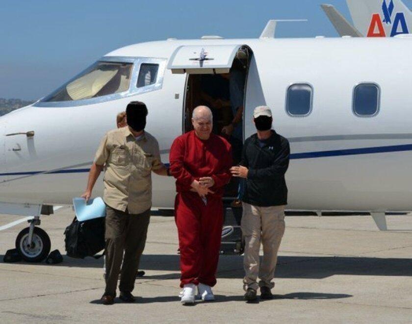 Eduardo Arellano Félix llega a San Diego después de haber sido extraditado de México, convirtiéndose en el último de sus hermanos en enfrentar cargos por drogas en los Estados Unidos. Foto cortesía de la DEA