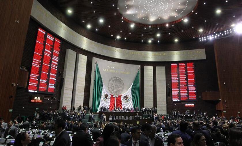 Diputados asisten a la apertura del nuevo periodo del Congreso mexicano, el viernes 2 de febrero de 2019, en Ciudad de México (México). EFE/Archivo