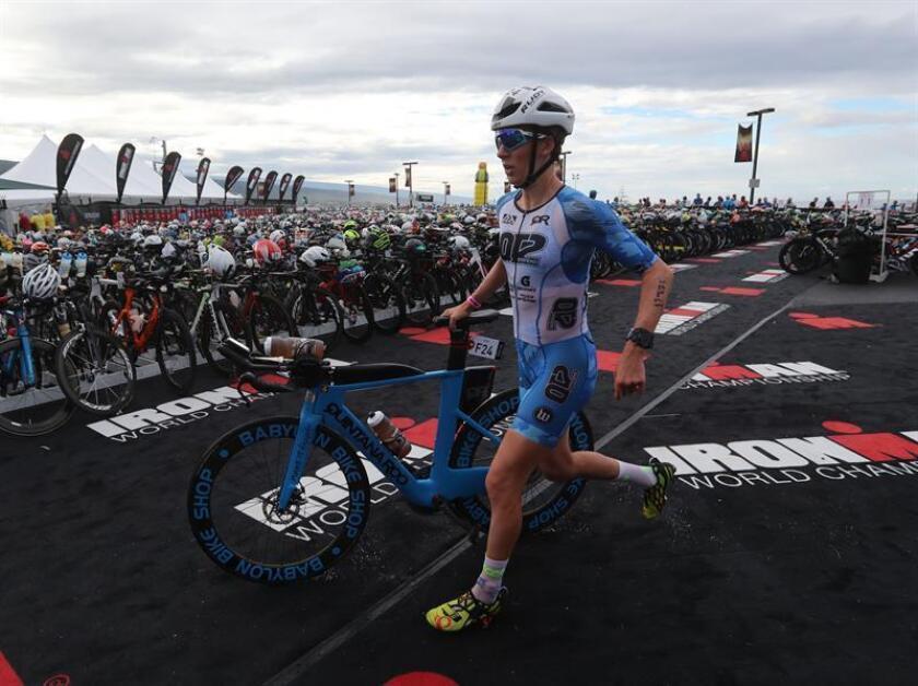 Wurf ha batido el récord del segmento ciclista de Hawai con un tiempo de 4h09:36, superando el crono de 4h2:54 que marcó el año pasado y afronta ahora la tercera disciplina, la carrera a pie, consistente en un maratón (42.195 metros). EFE