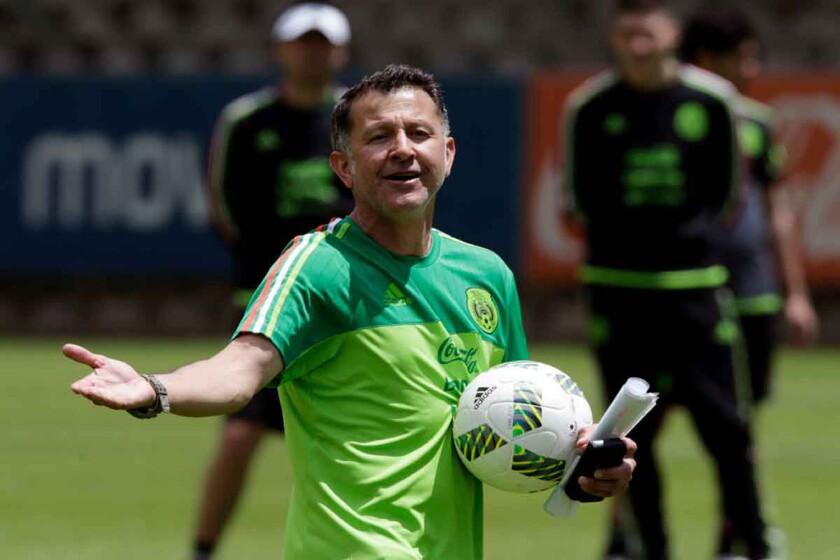 El entrendor colombiano Juan Carlos Osorio en un sesión del Tri.