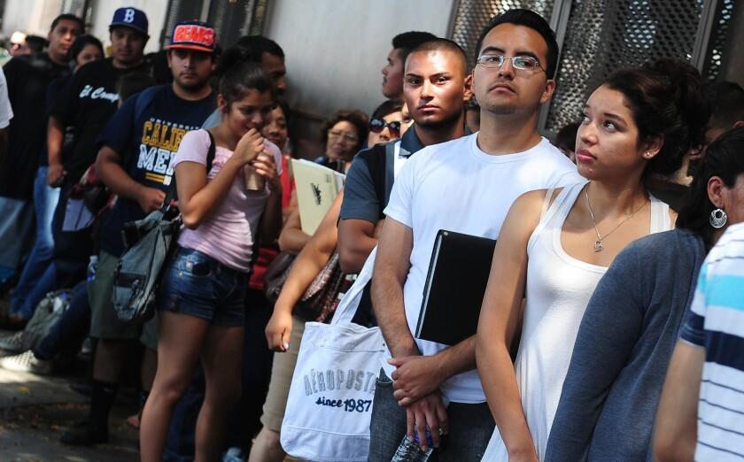 La medida del senador Lindsey Graham ayudaría únicamente a los estudiantes amparados la Acción Diferida del 2012. AFP PHOTO / Frederic J. BROWN (Photo credit should read FREDERIC J. BROWN/AFP/GettyImages)