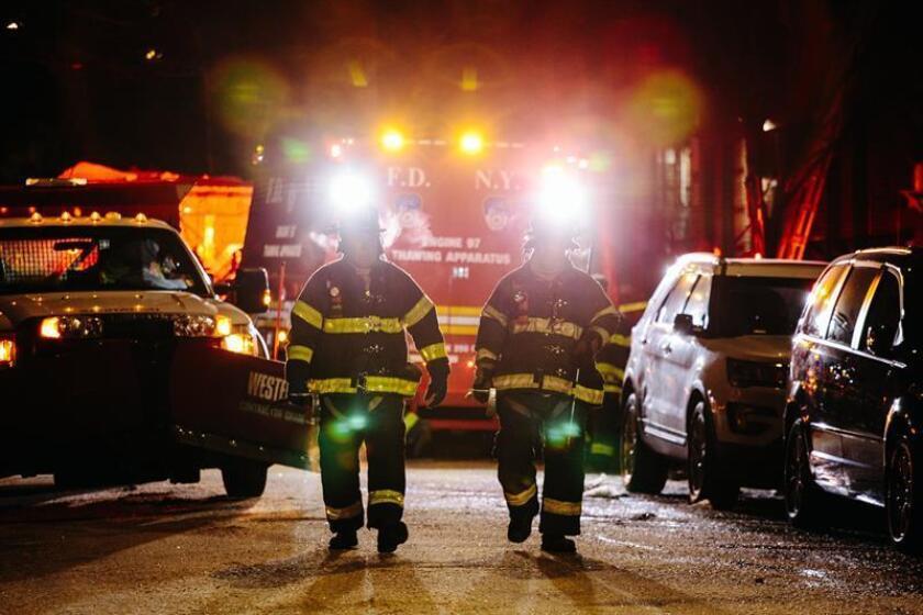 Dos niñas de siete y ocho años perdieron la vida y tres adultos resultaron heridos en un fuego la noche del sábado en Nueva York, cuyo origen los bomberos aún desconocen. EFE/Archivo