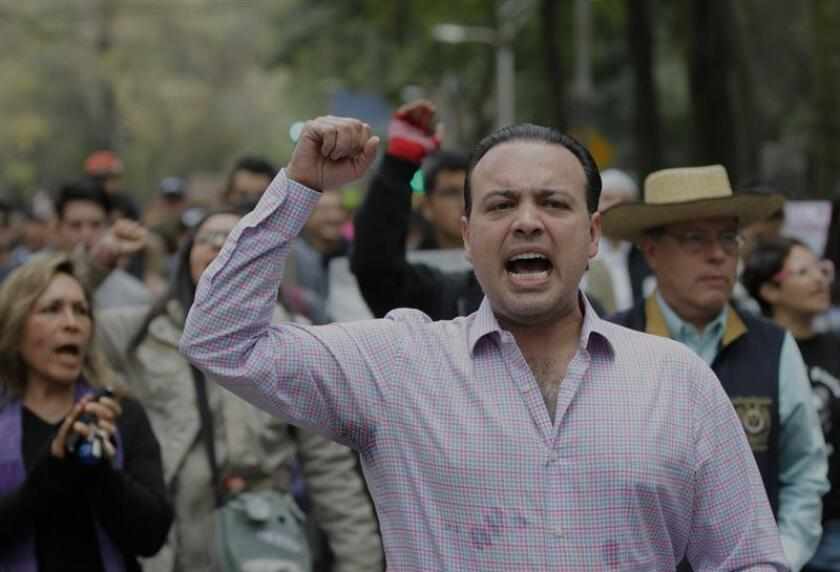 Activistas se manifiestan hoy, domingo 17 de diciembre de 2017, en contra de la ley de seguridad interior aprobada el fin de semana pasado por los senadores mexicanos, en Ciudad de México (México). EFE