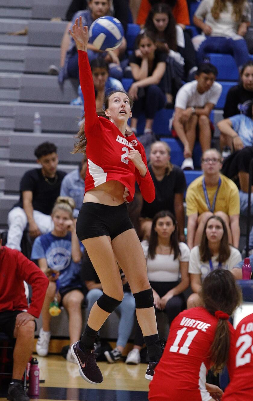 tn-blr-sp-burbank-burroughs-girls-volleyball-20190924-4.jpg
