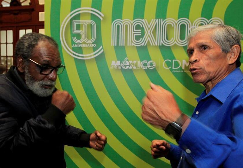 El exboxeador mexicano Ricardo Delgado (d) y el exboxeador brasileño Servilio de Oliveira (i) durante una entrevista con Efe el pasado jueves, 11 de octubre de 2018, en Ciudad de México (México). EFE