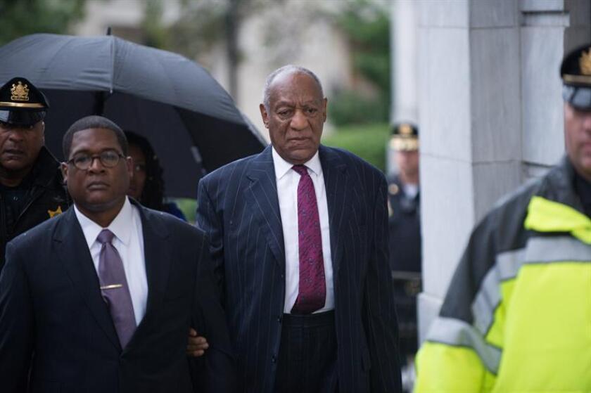 El cómico estadounidense Bill Cosby (d) llega a los juzgados del condado de Montgomery en Norristown, Pensilvania (Estados Unidos), hoy, 25 de septiembre de 2018. EFE