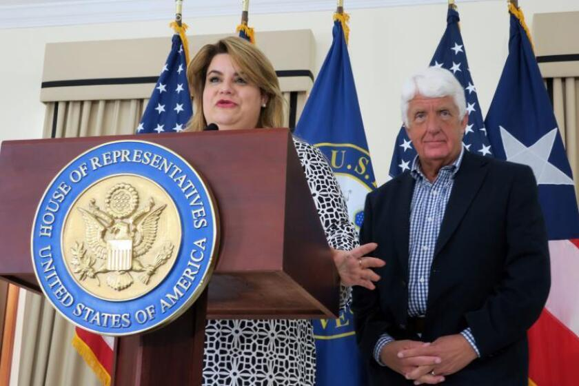 La representante de Puerto Rico ante el Congreso en Washington, Jenniffer González, habla junto al congresista estadounidense por Utah, Rob Bishop, durante una rueda de prensa, el viernes 4 de mayo de 2018, en San Juan (Puerto Rico) EFE/Jorge Muñiz/Archivo