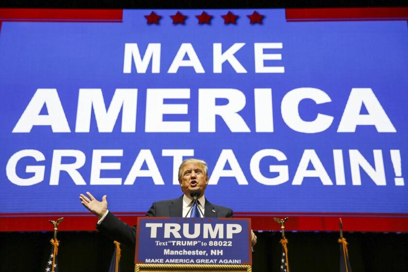 El precandidato presidencial republicano Donald Trump habla durante un acto proselitista en Manchester, New Hampshire (Foto AP/David Goldman)