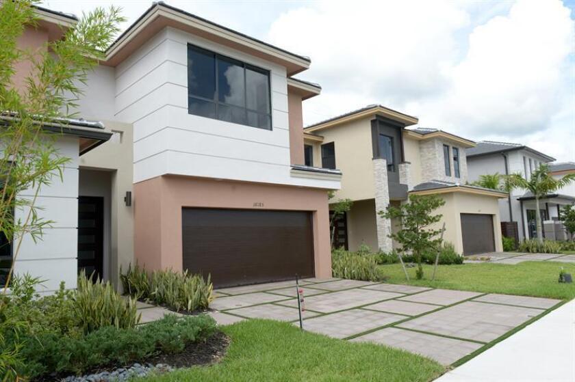 La venta de casas nuevas cayó un 10,4 % en diciembre pasado y quedó en un ritmo anual de 536.000 unidades, informó hoy el Departamento de Comercio. EFE/ARCHIVO