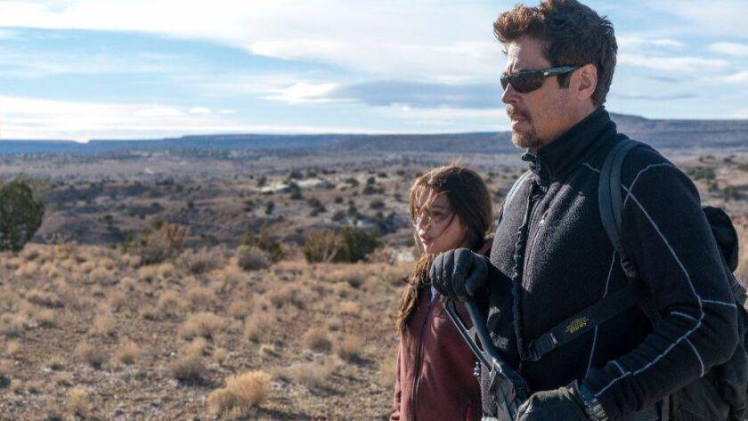 """Benicio Del Toro e Isabela Moner en una escena de """"SICARIO: Day of the Soldado""""."""