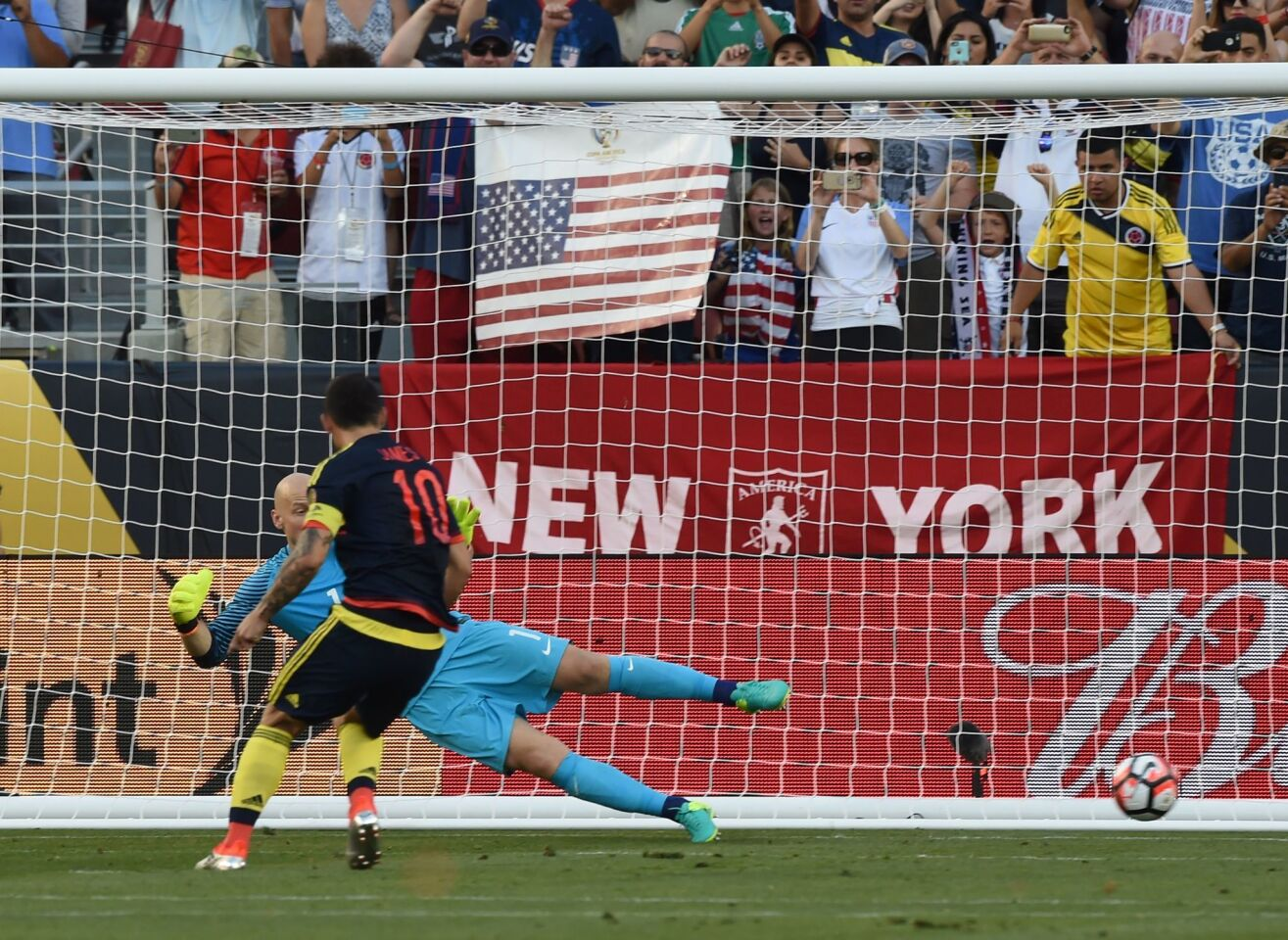 Colombia's James Rodriguez scores a penalty past USA's goalkeeper Brad Guzan during the Copa America Centenario football tournament match in Santa Clara, California, United States, on June 3, 2016. / AFP PHOTO / MARK RALSTONMARK RALSTON/AFP/Getty Images ** OUTS - ELSENT, FPG, CM - OUTS * NM, PH, VA if sourced by CT, LA or MoD **