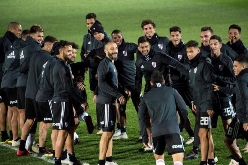 Los jugadores del River Plate durante el entrenamiento que llevaron a cabo ayer en Valdebebas, Madrid, para preparar la final de la Copa Libertadores que el próximo domingo disputarán ante el Boca Junior. EFE