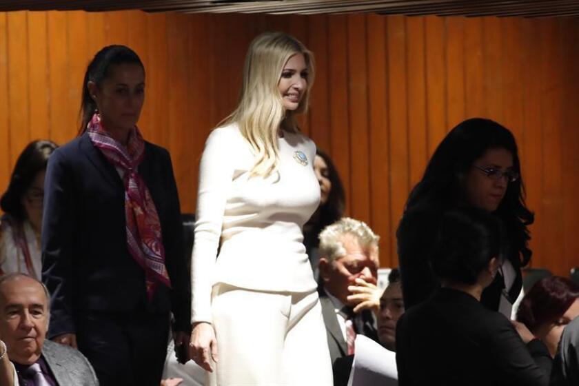 Ivanka Trump (c), hija y asesora del presidente estadounidense Donald Trump, asiste a una sesión del Congreso para la investidura de Andrés Manuel López Obrador hoy, en Ciudad de México (México). EFE
