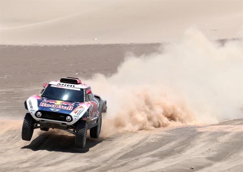 El piloto francés Stephane Peterhansel (Mini) corre la sexta etapa del Rally Dakar 2019 entre Arequipa y San Juan de Marcona (Perú). EFE