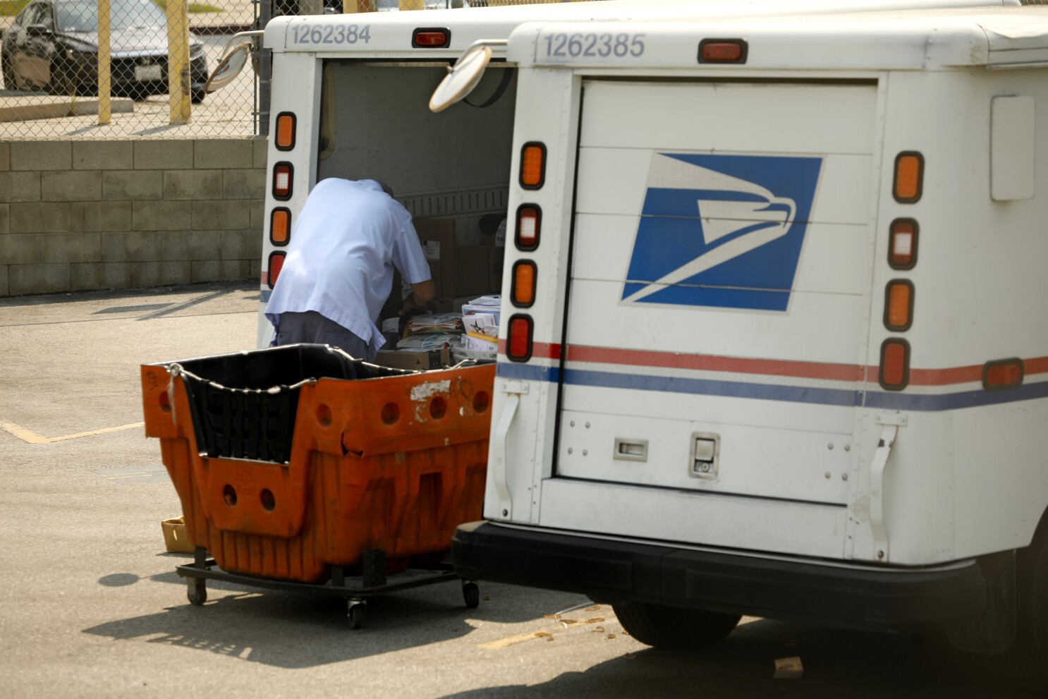 Usps Mail Dumped At Two Separate Locations In Glendale Los Angeles Times