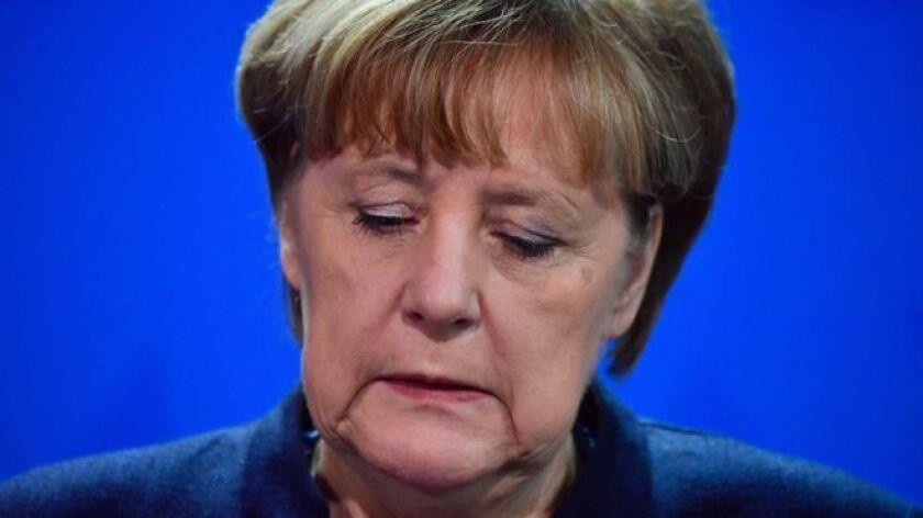 La canciller alemana, Angela Merkel, dijo creer que el ataque registrado el lunes en Berlín que mató 12 personas y dejó cerca de 50 heridos fue un atentado terrorista.
