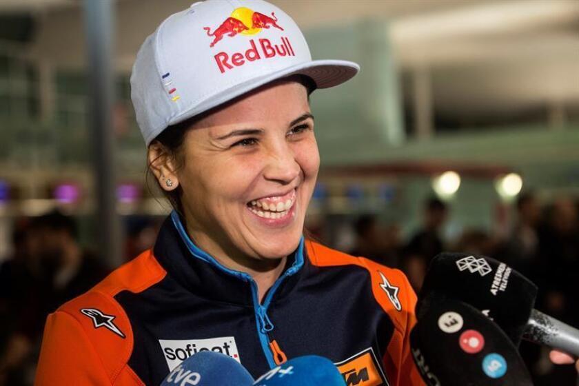 Fotografía tomada el pasado 2 de enero en la que se registró a la piloto española de motos del equipo Redbull KTM, Laia Sanz, y quien será una de las diecisiete mujeres que competirán en el Dakar 2019. EFE