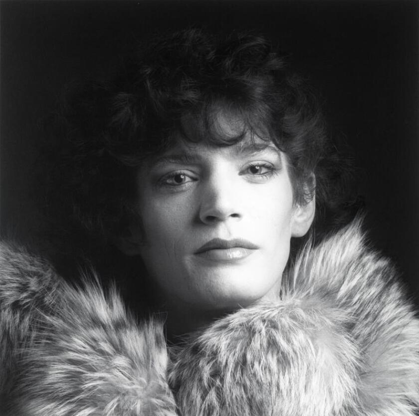 "Fotografía cedida por la Fundación Robert Mapplethorpe vía museo Guggenheim de Nueva York de un autoretrato de Robert Mapplethorp tomado en 1980 y que forma parte de la exposición ""Implicit Tensions: Mapplethorpe Now"", que podrá verse en el Guggenheim hasta el 5 de enero de 2020. EFE/Robert Mapplethorpe/Fundación Robert Mapplethorpe/SOLO USO EDITORIAL"
