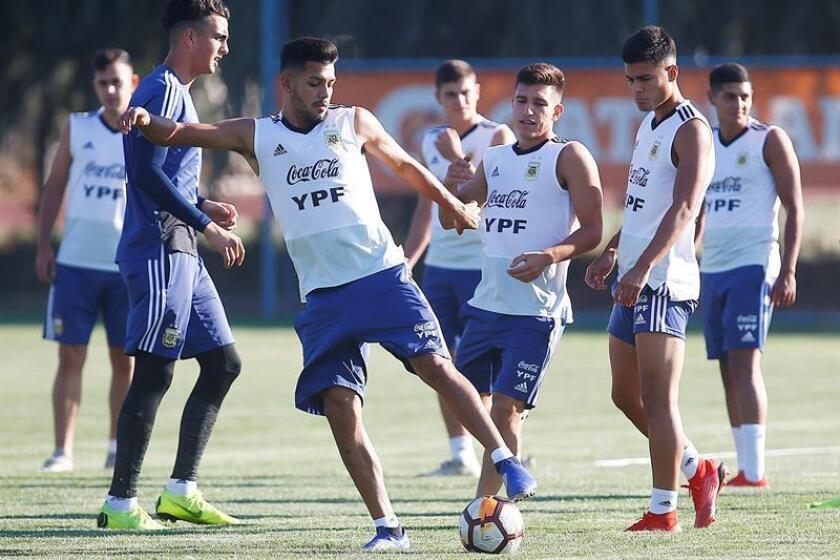Jugadores de la selección sub 20 de Argentina participan en un entrenamiento, este martes en el Complejo Tunga 9, en la ciudad de Rancagua (Chile). EFE