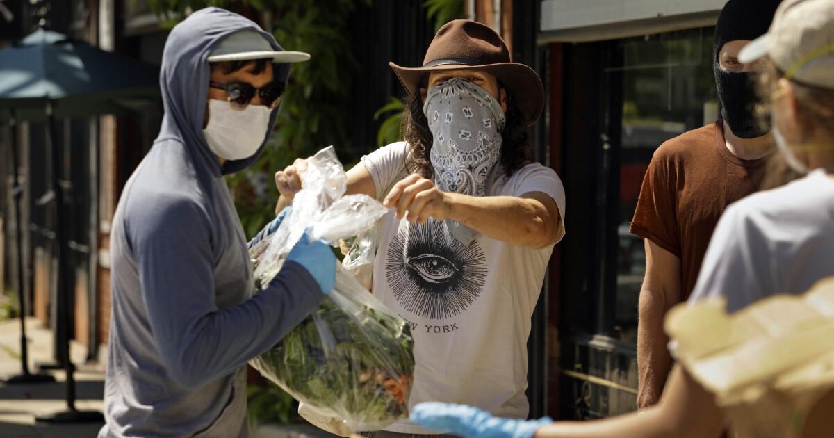 39 juta masker untuk rumah sakit tidak pernah terwujud. Pejabat Federal sedang menyelidiki