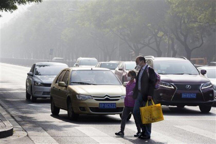 """Las elecciones de EE.UU. plantean a China, según los expertos, un dilema a la hora de entrever quién servirá mejor a los intereses de sus relaciones con la primera economía mundial: si lo """"malo conocido"""", personificado en Hillary Clinton, o la imprevisibilidad a la que aboca un Gobierno de Donald Trump."""