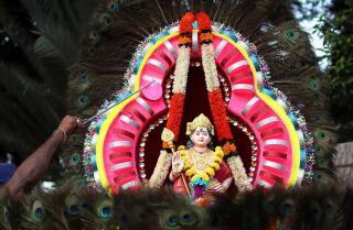 Los hindúes malasios llenan los templos para ofrecer oraciones de Año Nuevo