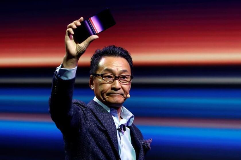 Mitssuya Kishida, presidente de Sony Mobiie Comunications Inc, durante la presentación hoy en la primera jornada del MWC de las novedades de Sony, entre ellas el Xperia 1, que es el nuevo móvil de Sony que saldrá en primavera con una pantalla de 21:9 y una triple cámara de 12 megapixeles. EFE