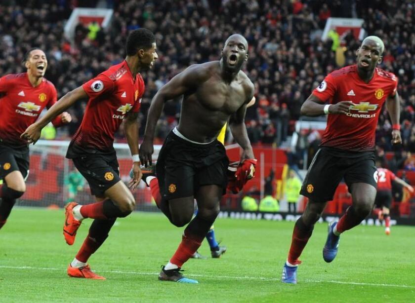 El jugador del Manchester United Romelu Lukaku (c) celebra su gol al Southampton en Old Trafford en Manchester, Reino Unido. EFE/EPA