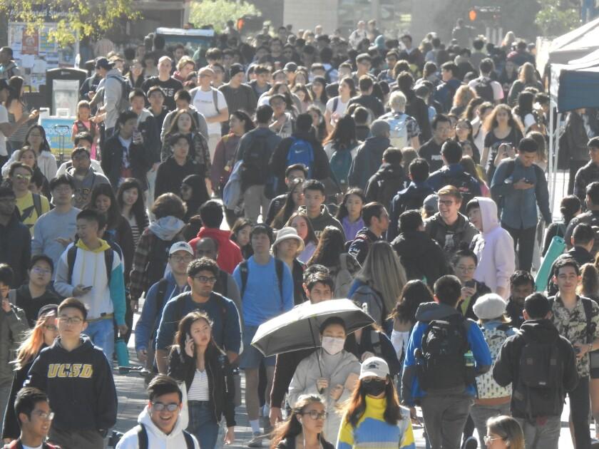 La matrícula de estudiantes internacionales de la UC San Diego está entre las 10 mejores a nivel nacional.