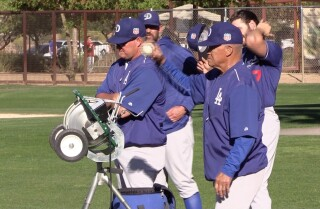 Dodgers legend Maury Wills instructs players at spring training