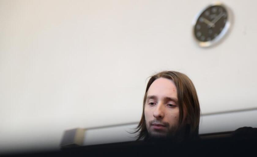 El acusado Sergej W. (c) comparece ante el tribunal durante su juicio por el ataque contra el autobús del Borussia Dortmund, en Dortmund (Alemania). EFE/Archivo