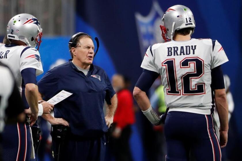 El mariscal de campo Tom Brady y el entrenador en jefe de Bill Belichick durante el partido de Super Bowl LIII. EFE