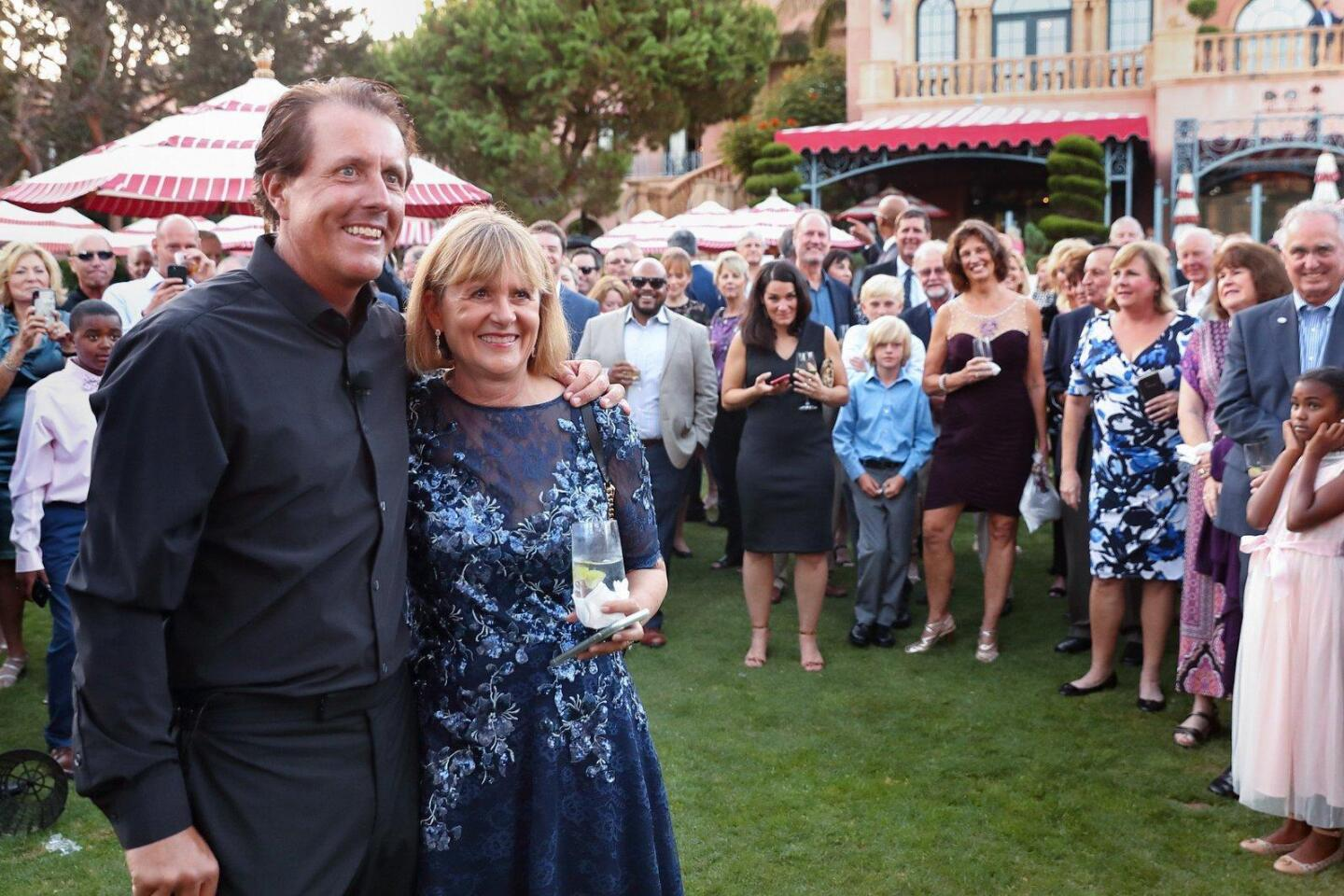 Phil Mickelson with auction winner Sue Wagner