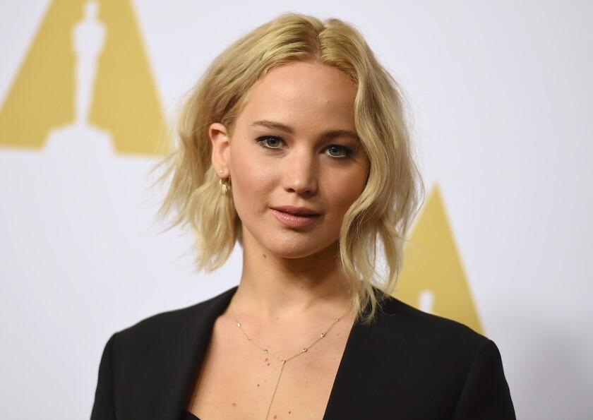 Jennifer Lawrence llega al 88mo Almuerzo para los Nominados a los Premios de la Academia en el hotel Beverly Hilton el lunes 8 de febrero de 2016, en Beverly Hills, California. (Foto de Jordan Strauss/Invision/AP)