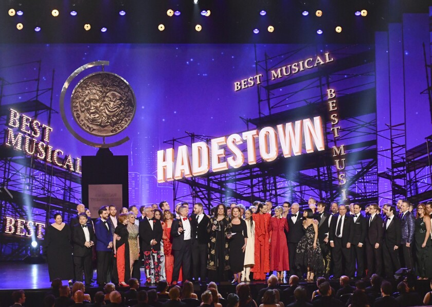 """La compañía de """"Hadestown"""" recibe el premio a mejor musical en la 73a entrega anual de los premios Tony"""